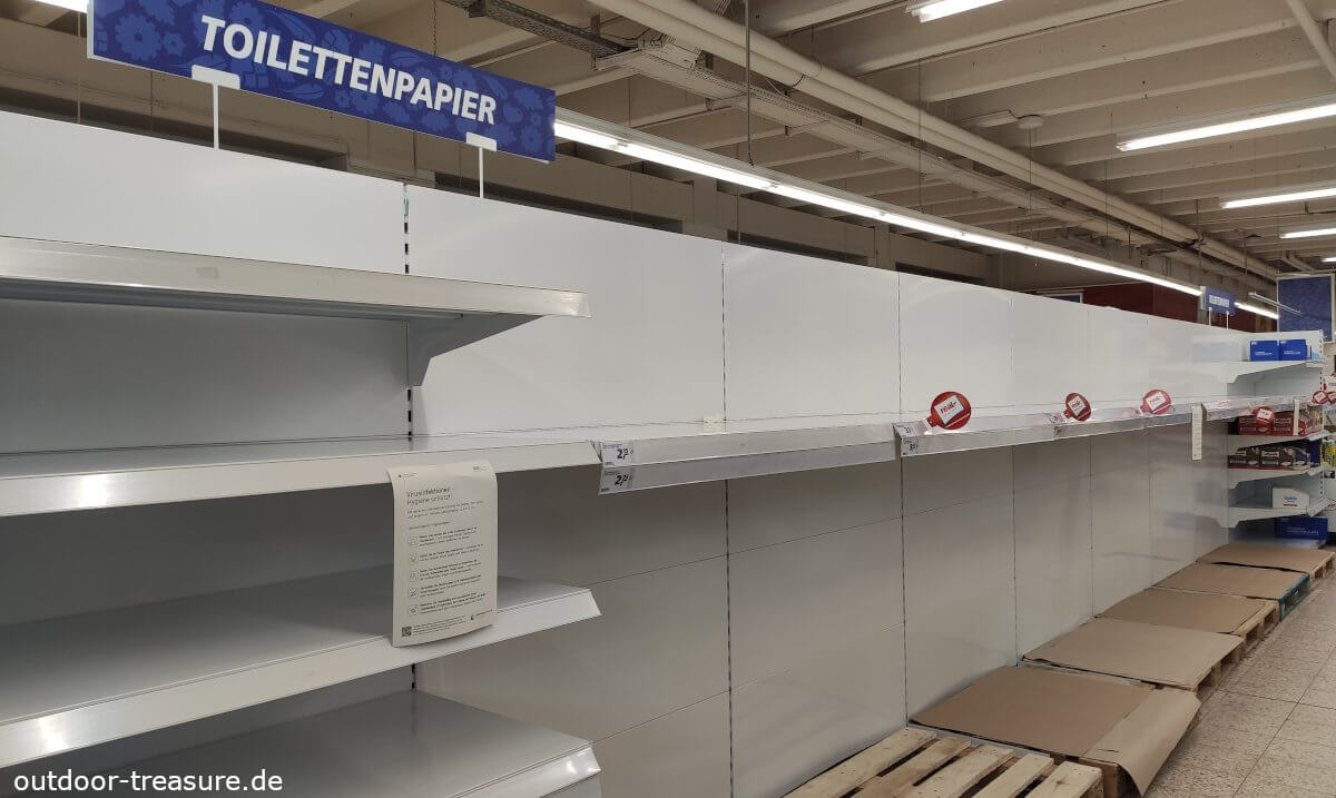 Krisenvorsorge: Toilettenpapier ausverkauft, leere Regale